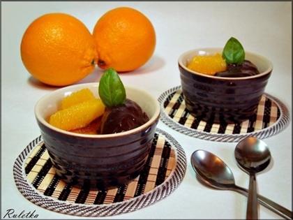 Крем-брюле, украшенное апельсиновым шоколадом