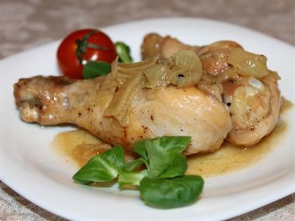 Куриные ножки на сковороде с луком