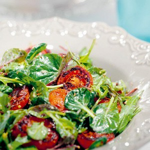Салат с обжаренными томатами
