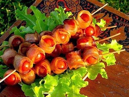 Шашлычок из помидоров в беконе