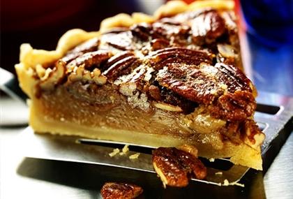 Пирог четырёхслойный с прослойкой из свежих фруктов и орехов