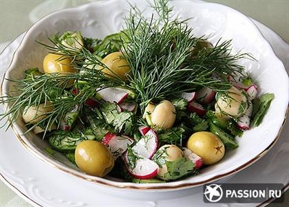 Салат из летних овощей с маринованными грибами