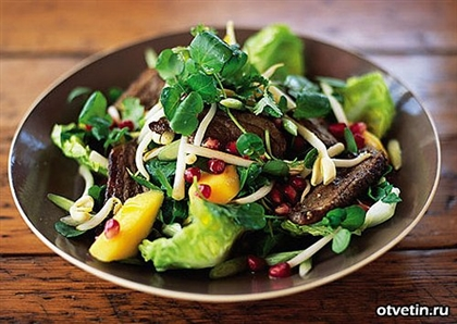 Мясной салат с гранатовыми зернами