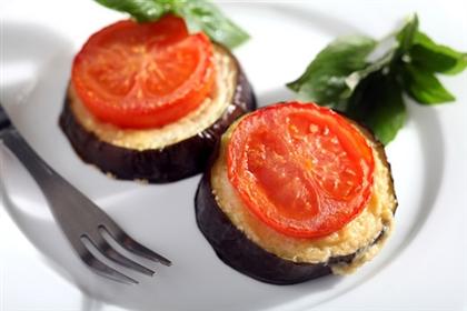«Болгарские баклажаны с сыром и помидорами»