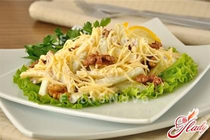 Салат с сыром и яблоками