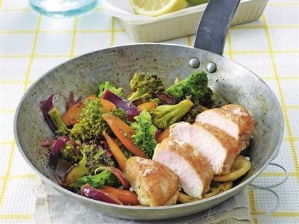 Лимонная курица с жареными овощами