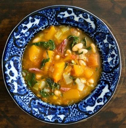 Суп из белой фасоли с мясом и тыквой