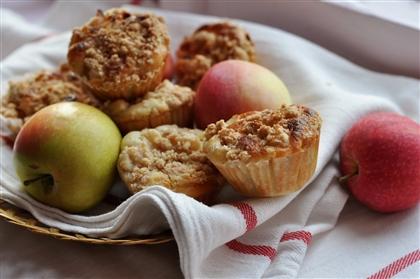 Маффины с марципаном, яблоком и корицей