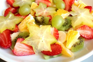 Фруктовый салат с медово-лимонной заправкой