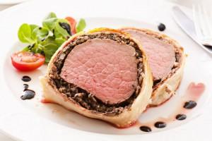 Свинина, запеченная с грибами в тесте