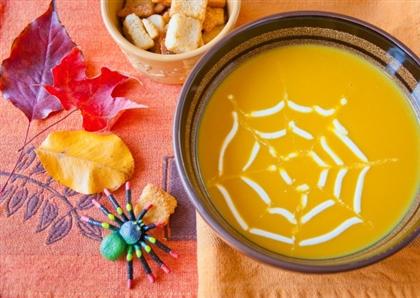 Рецепт на Хэллоуин: Тыквенный суп Паутинка
