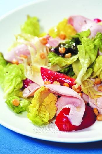 Салат латук с грудкой индейки
