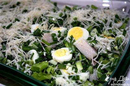 Салат с перепелиными яйцами и сельдью