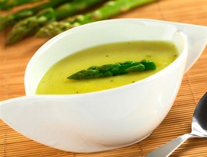 Суп-пюре из спаржи на утином бульоне