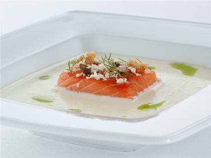 Картофельный суп с копченой норвежской семгой
