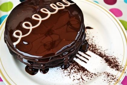 Шоколадные оладьи под шоколадным соусом