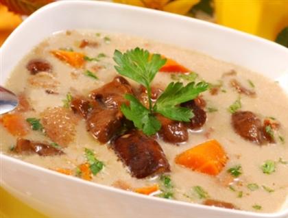 Суп из грибов с томатами и базиликом