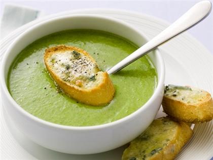 Суп с брокколи и голубым сыром