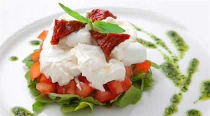 Салат с рукколой и помидорами