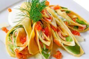 Блины с лососем и шпинатом