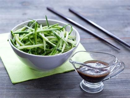 Восточный салат из цукини