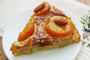 Пирог с абрикосами и миндалем