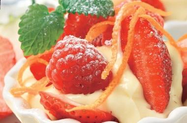молочный пудинг с ягодами