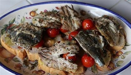 Бутерброд с сардинками и помидорами