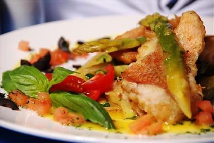Куриное и рыбное филе на овощной подушке