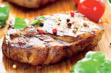 Стейк из говядины: итальянский рецепт с соусом путтанеска