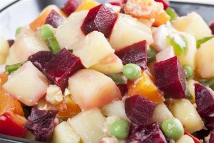 Осенний салат из курицы и свеклы